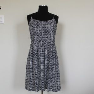 OLD NAVY, FLOWER DRESS, IN W/B COLOR SIZE L/G